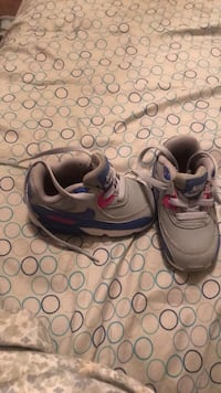 Toddlers Nike shoe size 5c used but in good shape