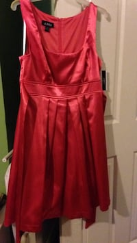 Beautiful size 9 NEW ladies dress stretchy material. Gorgeous dress!!  Pensacola, 32506