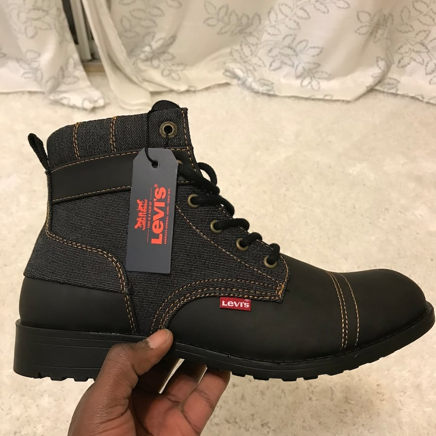 New size 10 Levi winter boots