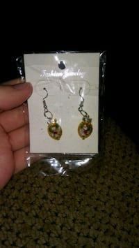 pair of gold-colored earrings Greeneville, 37743