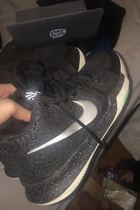 Size 11 us kyrie 3s