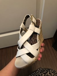 Jessica Simpson wedges New Smyrna Beach, 32168