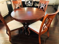 round brown wooden table with four chairs dining set 圣地亚哥, 92127