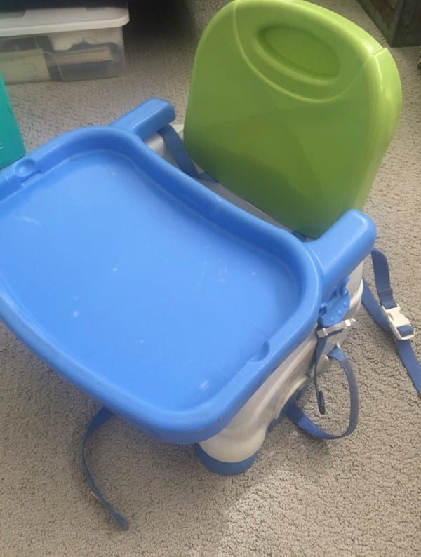 Baby Booster Chair 762745e0-6241-49ac-bbfe-09b23bbb31a1