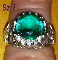 Sterling silver band with a emerald Glen Burnie, 21061