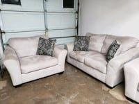 white fabric 2-seat sofa Lubbock, 79404