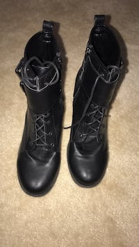 pair of black leather boots Bowie, 20720