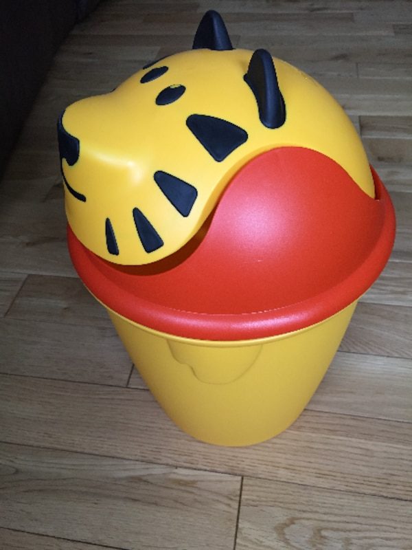 Kid's lion garbage can 2