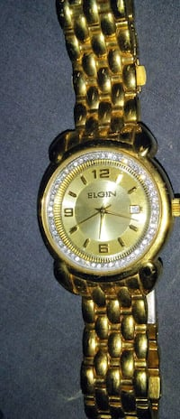 round gold-colored analog watch with link bracelet Winnipeg, R2V 0L5