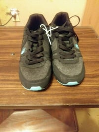 pair of gray Nike running shoes Mulberry, 33860