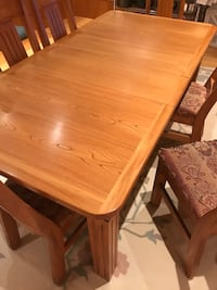 Solid oak table and chairs Montréal, H4K 2Y5