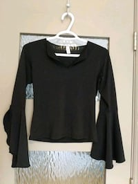 Women's black shirt with wide sleeves size s Calgary, T2E 0B4