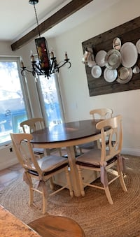 Dining set: Round Table with 4 chairs