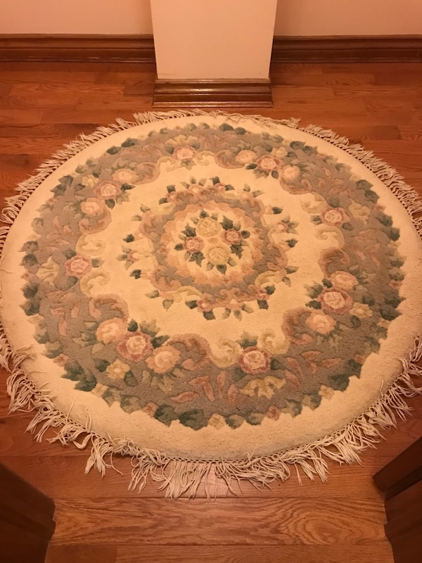 Used Round White And Gray Floral Area Rug For Sale In Brampton Letgo