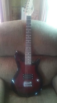 Used Rogue Rocketeer Rr50 78 Scale Electric Guitar For Sale In