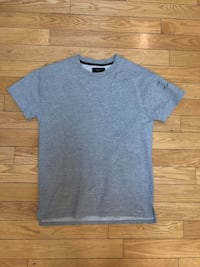 fleece t shirt - size large  Toronto, M4M 2P6