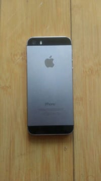 IPhone 5s, 16gb, as is, for parts...READ THE AD 551 km