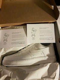 White air force ones size 11 Toronto, M2M
