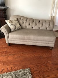 Tufted beige fainting couch North Charleston, 29418