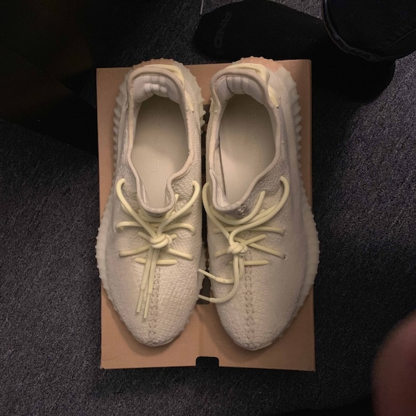 5048a09afd9e Begagnad pair of white Adidas Yeezy Boost 350 till salu i Yonkers ...