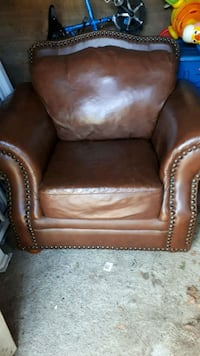 genuin leather single large chair Toronto, M9R 3Y7