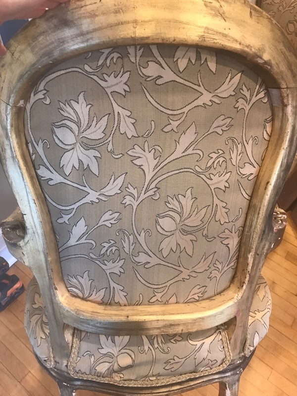 Pair of antique chairs 7ee03751-aedc-4559-8ca5-903307dfe3ef