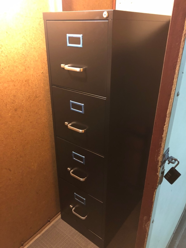 used file cabinet 4 drawer like new from staples with key to rh gb letgo com