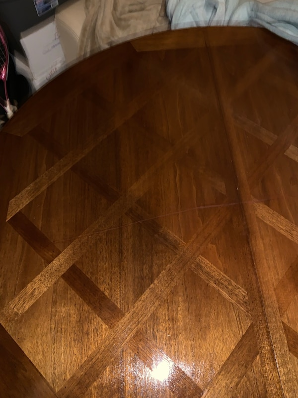 Nice old Dining room table comes with 3 leaves and 2 extra legs 2c8b5e8d-5245-4ce9-876a-50fbcb082cfb