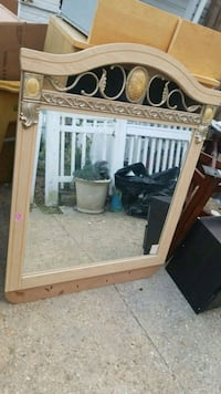 Beautiful lard mirror in great condition  49 km