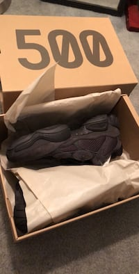Pair of gray nike basketball shoes with box Linden, 07036