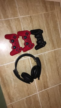 3 PS3 controllers and headset Ottawa, K4P 1M4
