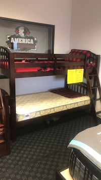 Twin/twin Bunkbed in Espresso or white. Vancouver, 98682