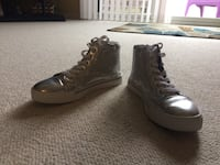 One pair of women's silver glitter high top tennis shoes Fraser, 48026
