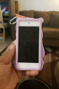 Blue iPod touch with pink case 6th gen Toronto, M1E 5H3