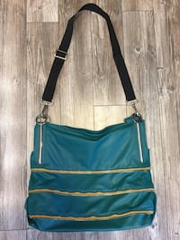 Large Cross-body bag with lots of pockets/compartments Winnipeg, R2M 2H1