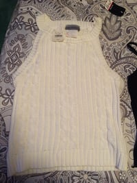 White knit top sleeveless  Richmond, V6X