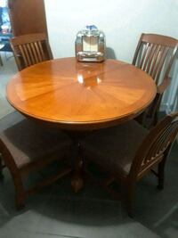 Dining room table w/4 chairs Saint Petersburg