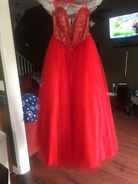Women's red and silver sleeveless gown. Ask for designer and other details . Nashville, 37214