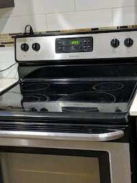 Frigidaire - Black and Gray induction range oven Surrey, V3W 3H2