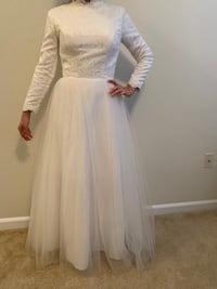 Women's white long-sleeved muslim wedding gown Centreville, 20120