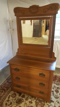 Antique Dressor with Mirror  Leesburg, 20176