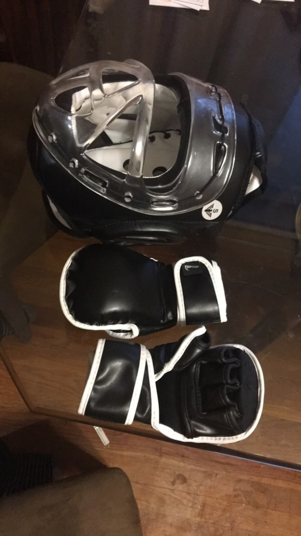 Kids head gear (size S) and MMA gloves (size child 23)