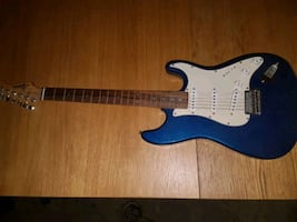 blue and white stratocaster electric guitar