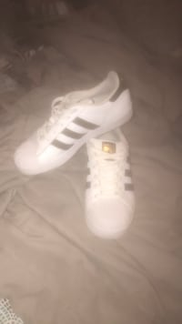 pair of white Adidas low-top sneakers Des Moines, 50310