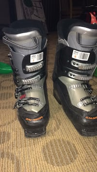 pair of black-and-gray snowboard boots Toronto, M4K 1N1