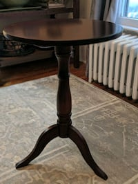 Solid wood accent table  Fairfax, 22030