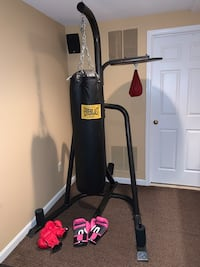 Everlast Heavy weight punching bag with stand.  North Potomac, 20878