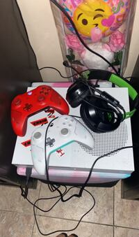 Xbox 1s 1TB . 2 custom grip controllers , headset NO LOWBALLERS!!!  District Heights, 20747