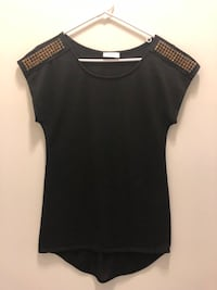 black and gray scoop-neck shirt Frederick, 21702