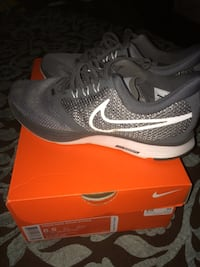pair of gray Nike running shoes with box 359 mi